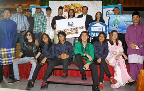 Sebahagian artis dan deejay yang akan menjayakan Konsert Kemuncak Suria FM pada 29 September depan. Foto CHAN TAK KONG