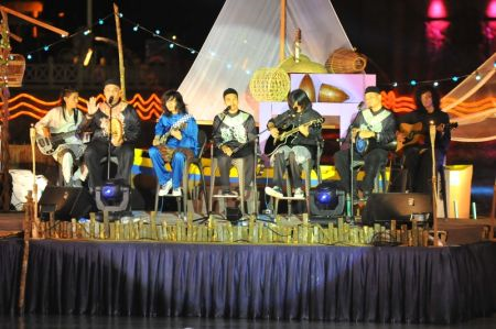 Raihan dan Hujan ketika mengadakan persembahan bersama di 'Melodi Raya' baru-baru ini. -foto TV3