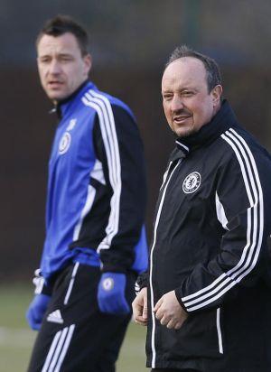 Benitez (kanan) dilaporkan bertegang urat dengan Terry.