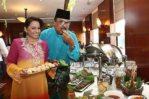 Jaafar bersama Haiza akan meraikan pengunjung di Hotel Dorsett Regency sepanjang bulan Ramadan ini. Foto: BRIAN MOH