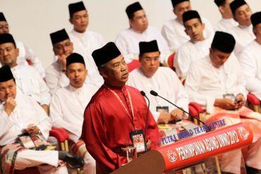 Muhyiddin ketika berucap pada majlis perasmian serentak Persidangan Pemuda, Wanita dan Puteri Umno. Foto FAIHAN GHANI / THE STAR