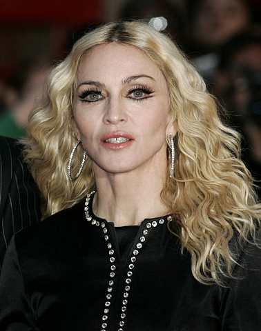 Sebelum ini, Madonna di gosipkan mempunyai hubungan intim dengan pemain basketball Alex Rodriguez.