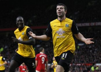 Hanley (kanan) melengkapkan gol ketiga Blackburn ketika menewaskan United di Old Trafford pada Sabtu.