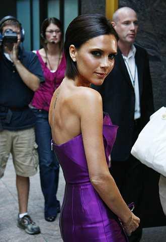 Victoria Beckham tiba di sebuah hotel di Denver, Colo., pada 7 Ogos 2009. Dia menjadi juri jemputan untuk program American Idol. -foto AP