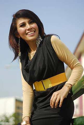 Iesya dilantik sebagai Duta butik Spyke di Novena Mall, Singapura. - Foto PUTRIVISION EMPIRE
