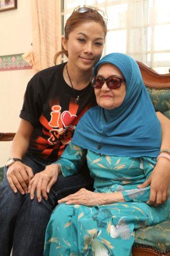 Linda Onn Terharu Ziarah Peminat 76 Tahun - Hiburan | mStar