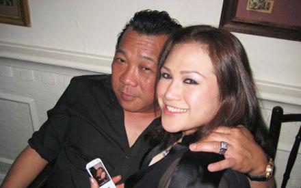 'Gambar mesra' Zizie dan suami, Bung yang tersebar di sebuah blog, semalam.