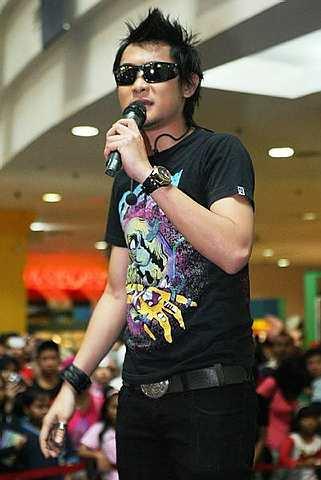 Persembahan Aril di showcase 'Kau dan Aku 2' di Plaza Alam Sentral Shah Alam. - Foto oleh Astro