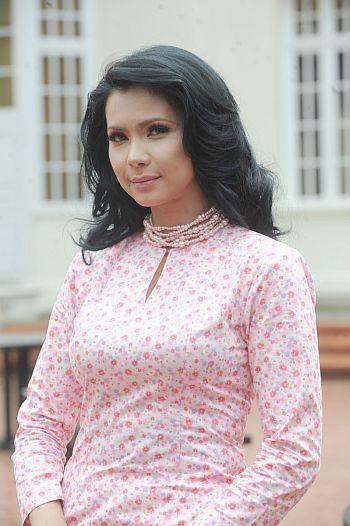 Rozita berkali-kali menafikan yang dirinya sedang bercinta dengan Asrarudin Putra Omar. -foto TV3