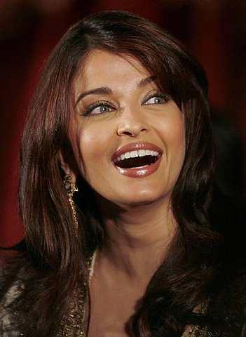 Bekas 'Ratu Cantik Dunia' yang kini telah menjangkau 35 tahun dan bergelar isteri tapi namanya tetap meniti di bibir bila tersenarai dalam '50 Aktres Paling Menggairahkan di Dunia.'