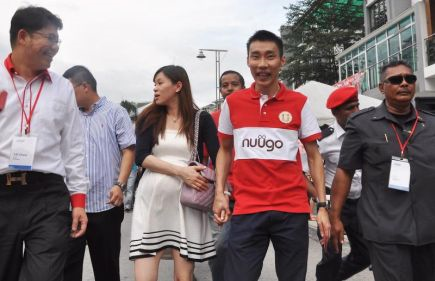 Jaguh Badminton Negara Datuk Lee Chong Wei dan isteri Datin Wong Mew Choo ketika hadir ke Majlis Sambutan Tahun Baru Cina Bersama Pemain Badminton Nombor Satu Dunia itu di sini, Sabtu. -Foto BERNAMA