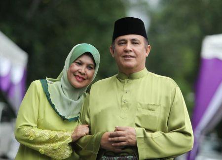 Datin Fatimah dan Suami Datuk Yusof Haslam