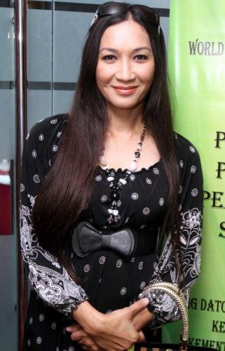 Wan Nor Azlin Tampil Dengan Penampilan Baru. Foto LOW BOON TAT