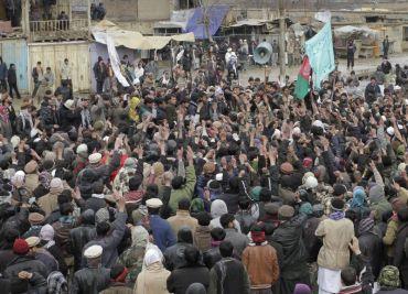 Penunjuk perasaan Afghanistan mengadakan demonstrasi secara aman bagi membantah tindakan tentera AS membakar kitab suci Al-Quran.