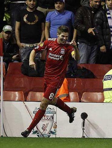 Gerrard berjaya menghasilkan tiga gol pada perlawanan menentang Napoli Liga Europa awal pagi ini.