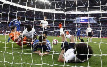 Gol kedua Chelsea yang menimbulkan kontroversi pada aksi separuh akhir Piala FA Inggeris di Stadium Wembley awal pagi Isnin.