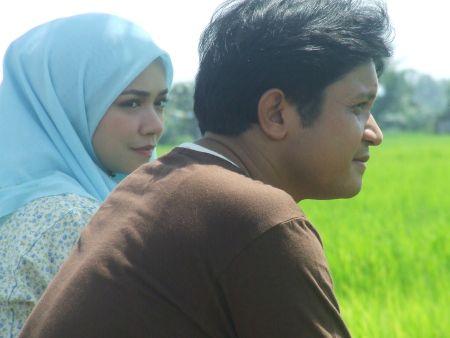 Tentang Dhia menampilkan Nora Danish dan Ako Mustapha sebagai pelakon utama.