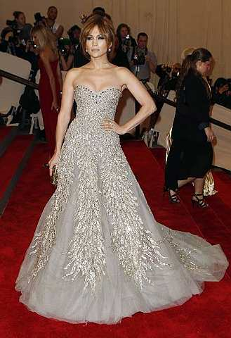 Jennifer Lopez suka tinjau kedai. - Foto REUTERS