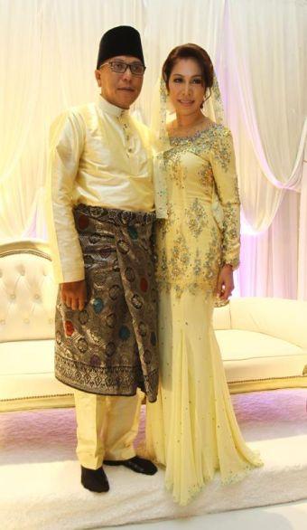 Datuk Hattan sah bergelar suami kepada bekas isterinya, Arianie Abidin dengan dua kali lafaz dalam majlis pernikahan serba sederhana yang diadakan di Hotel Marriot Putrajaya di Putrajaya, Rabu. Foto CHAN TAK KONG / THE STAR