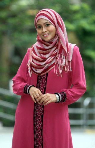 Siti Nordiana atau Nana mencari calon suami yang boleh menerima anak lelaki tunggalnya.