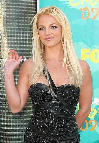 Penyanyi Britney Spears tiba di The 2009 Teen Choice Awards yang berlangsung di Gibson Amphitheatre pada 9 Ogos 2009 di Universal City, California. -foto AFP