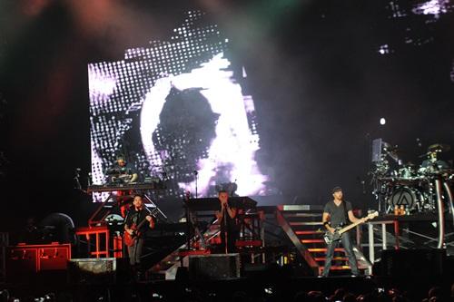 Linkin Park memberi persembahan bertenaga di hadapan lebih 25 ribu penonton.