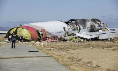 Pesawat Boeing 777 milik Asiana Airlines terputus di bahagian ekor dan bumbung pesawat terbakar selepas terhempas ketika cuba melakukan pendaratan di San Francisco, Sabtu lalu.