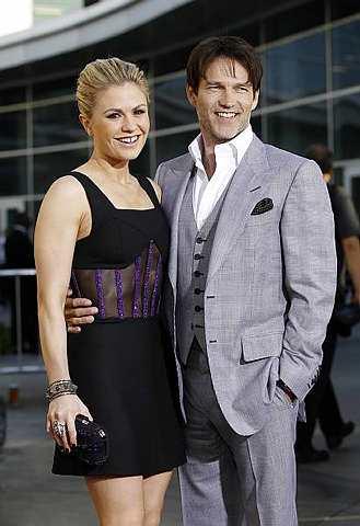 Anna Paquin (kiri) bersama suaminya Stephen Moyer.