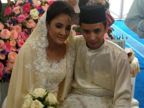 Azza (Elite) kini sah menjadi isteri kepada pramugara AirAsia, Azlan selepas dua tahun bercinta. - Foto oleh ROHAIZAT DARUS