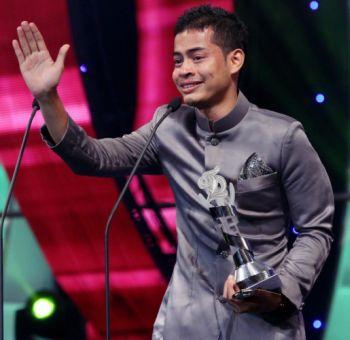Syafie yang meraih pelakon Pembantu lelaki terbaik menerusi filem Songlap pada Festival Filem Malaysia ke-25 (FFM25).