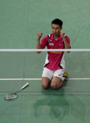 Aksi Chong Wei selepas menewaskan pemain dari China, Chen Long 21-18 17-21 21-13 pada aksi separuh akhir Kejohanan Badminton Terbuka Malaysia, Sabtu.Foto: AP/Lai Seng Sin