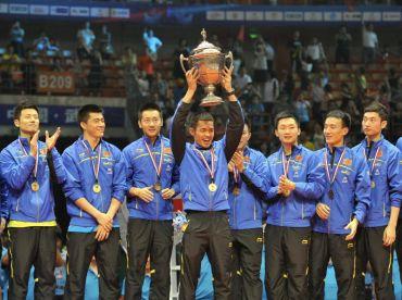 Lin Dan menjulang Piala Thomas 2012 selepas menewaskan pasukan dari Korea Selatan 3-0 pada pusingan akhir Kejohaan Piala Thomas di sini, Ahad.