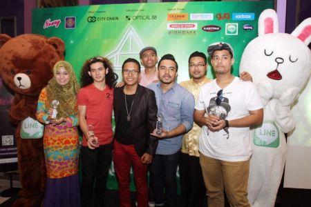 Barisan artis yang mendapat anugerah Lagu karaoke Melayu Popular Neway. Foto FAIHAN GHANI