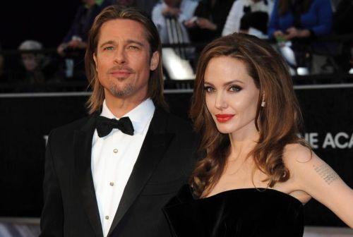 Brad Pitt dan Angelina Jolie mengejutkan peminat apabila mengakui telah mengikat tali pertunangan dan bakal berkahwin.