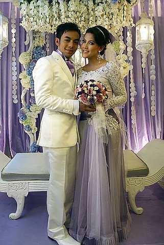 Raja Farah dan Megat Bashirun dinikahkan pada 12 November 2010, Jumaat, di Tropika, Bukit Jelutong. - Foto oleh BRIAN MOH