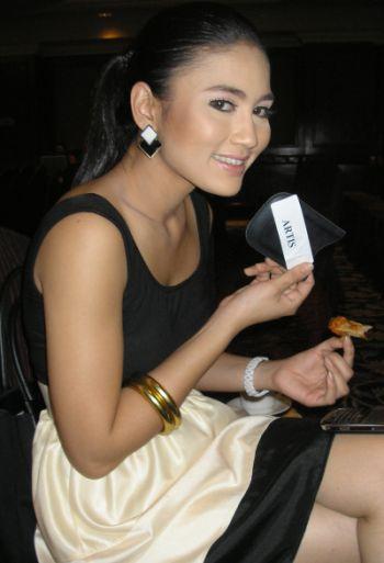 Wajah terbaru Fasha Sandha ketika menghadiri majlis pengumuman lima finalis Anugerah Bintang Popular Berita Harian (ABPBH) 2008 di Seri Kembangan semalam. -foto mStar oleh SITI AZIRA ABD. AZIZ