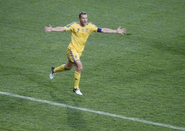 Shevchenko menjadi wira Ukraine pada perlawanan menewaskan Sweden dengan menjaringkan dua gol.