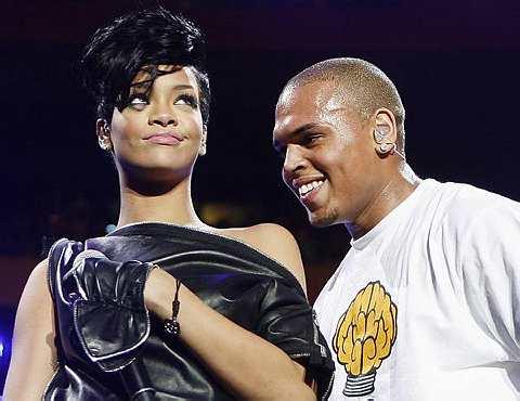 Saat indah bersama antara Rihanna dan penyanyi R&B Chris Brown.