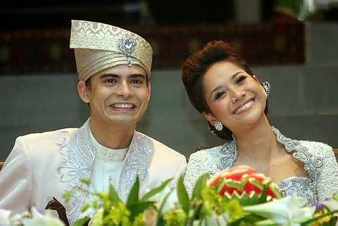 'Majlis menyambut menantu' Ashraf dan Bunga di Kelab Golf Perkhidmatan Awam, Bukit Kiara pada 15 November 2008. - Foto THE STAR Oleh EHFAN SHAH