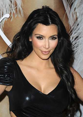 Kim Kardashian membuat penampilan di Sephora, New York untuk mempromosikan wangian terbarunya, 'Kim Kardashian' pada 15 Februari 2010. - Foto AP