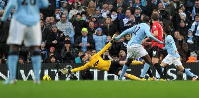 Toure menjaringkan gol ketiga City.