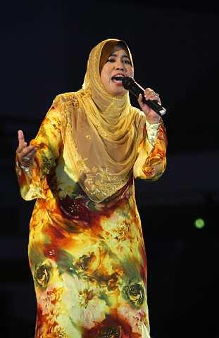 Gaya Siti Nurbahyah yang menyampaikan cerita tentang kisah hidup Nabi Muhammad S.A.W dengan penuh bersemangat. -foto The Star oleh AZMAN GHANI