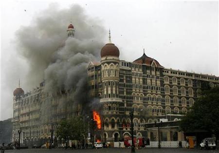 Hotel Taj Mahal terbakar dalam serangan kumpulan Militan di Mumbai pada 29 November 2008.