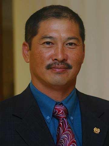 Ahli Parlimen Batu Sapi, Edmund Chong Ket Wah meninggal dunia dalam kemalangan jalan raya di Kota Kinabalu.