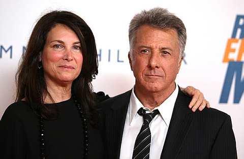 Dustin Hoffman (kanan) dan isterinya, Lisa Hoffman