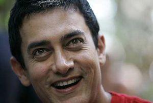 Aamir Khan dibesarkan dalam keluarga perfileman.
