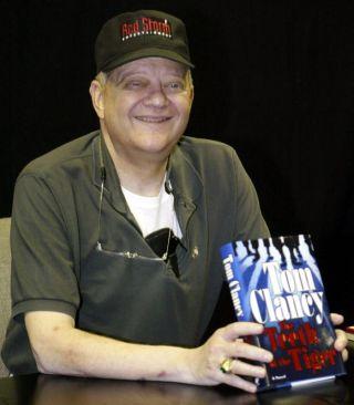 Clancy bergambar bersama novel karya beliau 'The Teeth of The Tiger' ketika majlis pelancaran novel tersebut pada 2003.