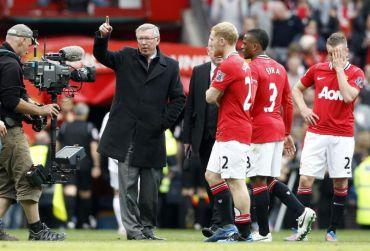 Pasukan Man United yang dikendalikan oleh Sir Alex Ferguson (kiri) kekal sebagai pasukan terkaya dunia.