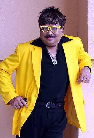 Jaafar Onn suka melaram dan memakai pakaian mengikut tema sesuatu majlis. - Foto oleh SAM THAM