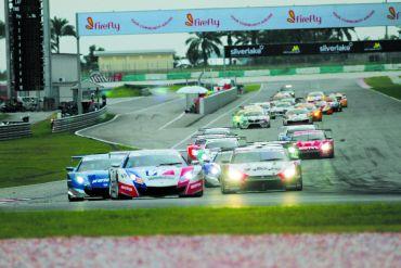 Aksi perlumbaan Super GT musim lalu.
